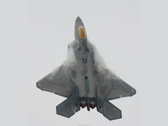 F22_Oshkosh2_Vertical_Climb_With_Vapor.jpg