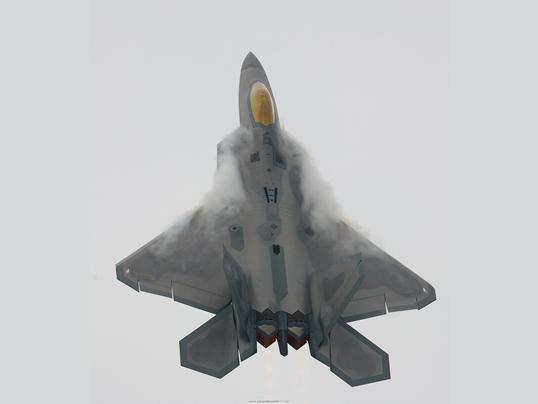 F22_Oshkosh2_Vertical_Climb_With_Vapor.jpg