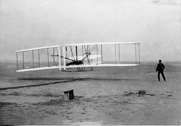 Kitty_Hawk_Wright_Flyer_1913.jpg